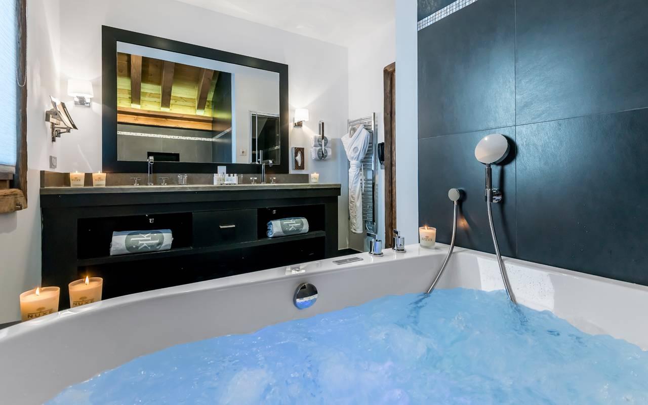 Chambres et suites m ribel h tel le ka la 5 toiles for Salle de bain hotel 5 etoiles